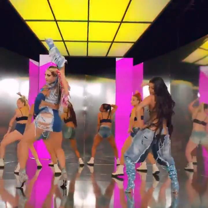 """🚨 O videoclipe de """"Bandida"""", de Pabllo Vittar e Pocah, superou a marca de 54 milhões de acessos no YouTube.  https://t.co/zo5GqYX7Cc"""