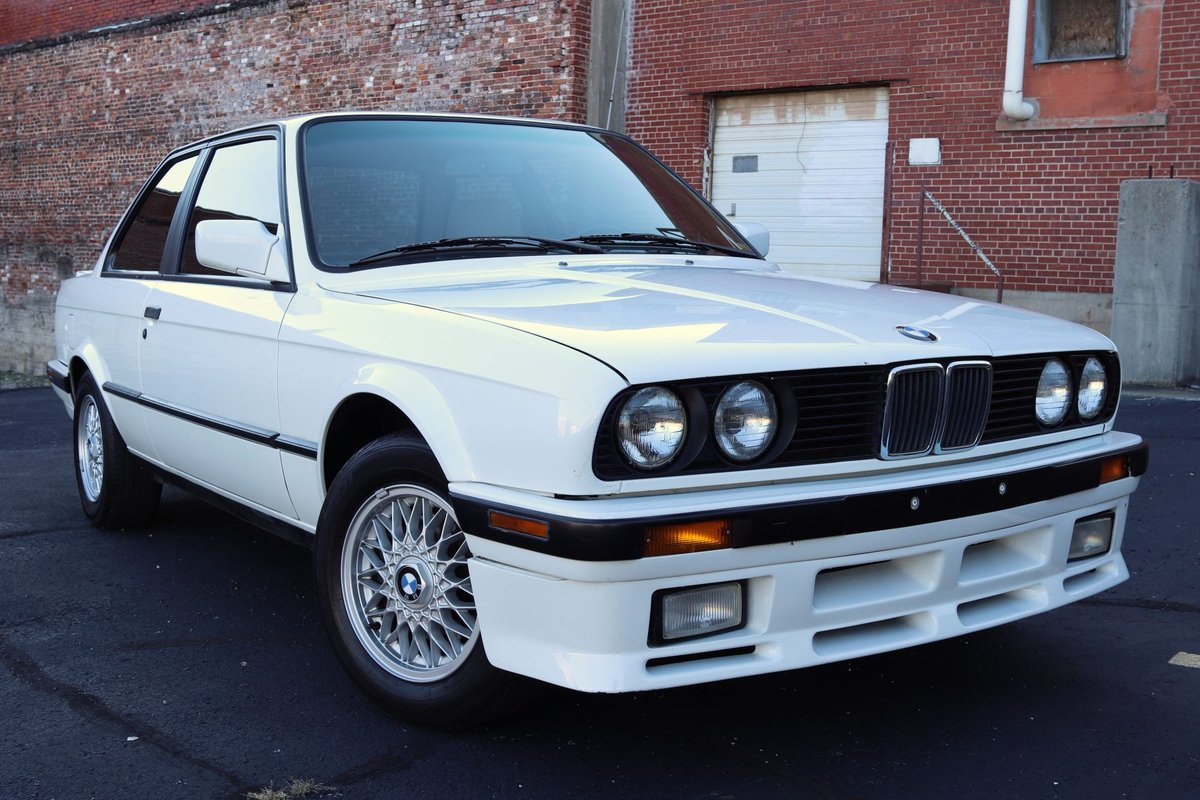 Now live at BaT Auctions: 1991 BMW 318is 5-Speed https://t.co/xqJUH3nfp0 https://t.co/Js91IO0veJ