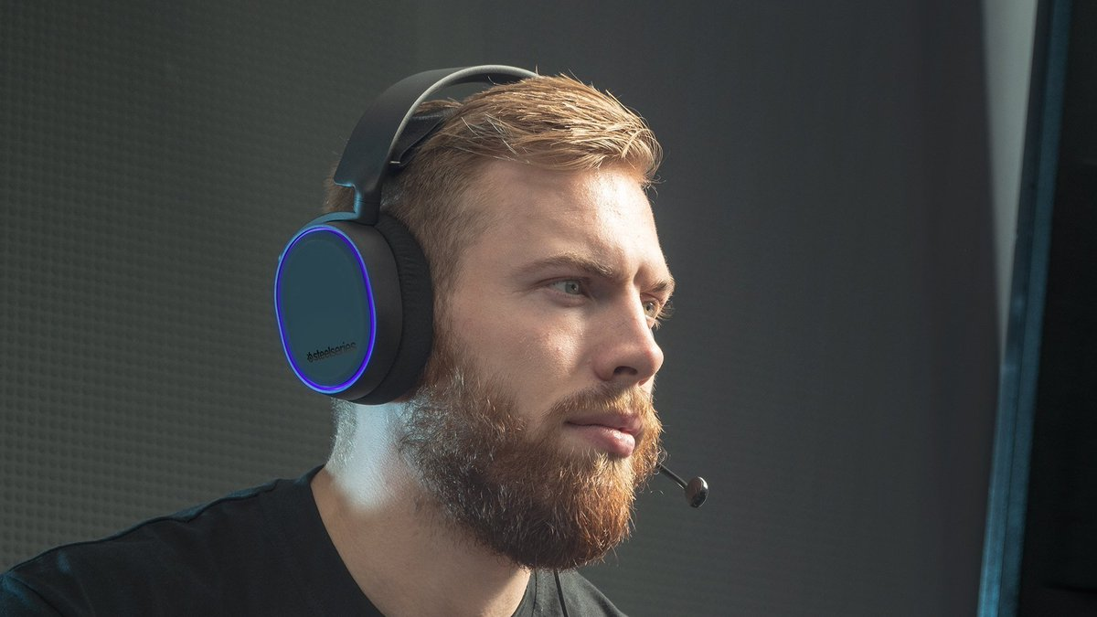 Wireless headsets compatible with #Xbox and #PS5 don't get much better than this!   This SteelSeries Arctis 7 (featuring 7.1 surround sound) is £50 off at Currys PC World: https://t.co/4UDi0AEZzb https://t.co/Pvgz08Ot7M