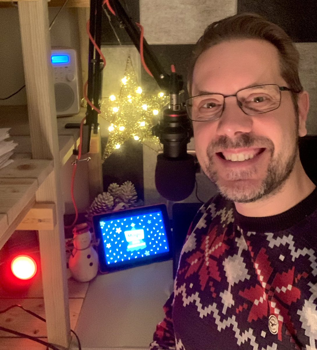 @PurpleDon1973 @magicfm Indeed! Welcome to my festive little studio! #TheShed @magicfm #MagicOfChristmas https://t.co/DlnMiVkTzR