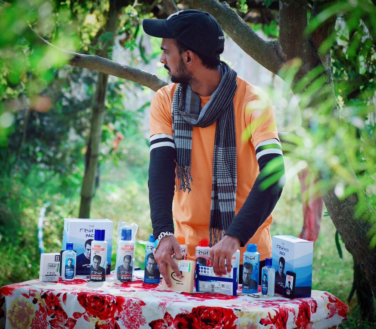 And here is my FRSHness pack 😍 Bhai Ne Bola Kharidne Kaa Toh Kharidane ka.....   Get ready to feel the FRSHness #RahoFRSH #RahoSafe  #SalmanKhan #ManWithGoldenHeart💛  @Being_Rohitp @SabinaLamba @SalmansCombat  @Salmaaankhanfan @Skfcbihar @SalmanKhanCity @FrshGrooming