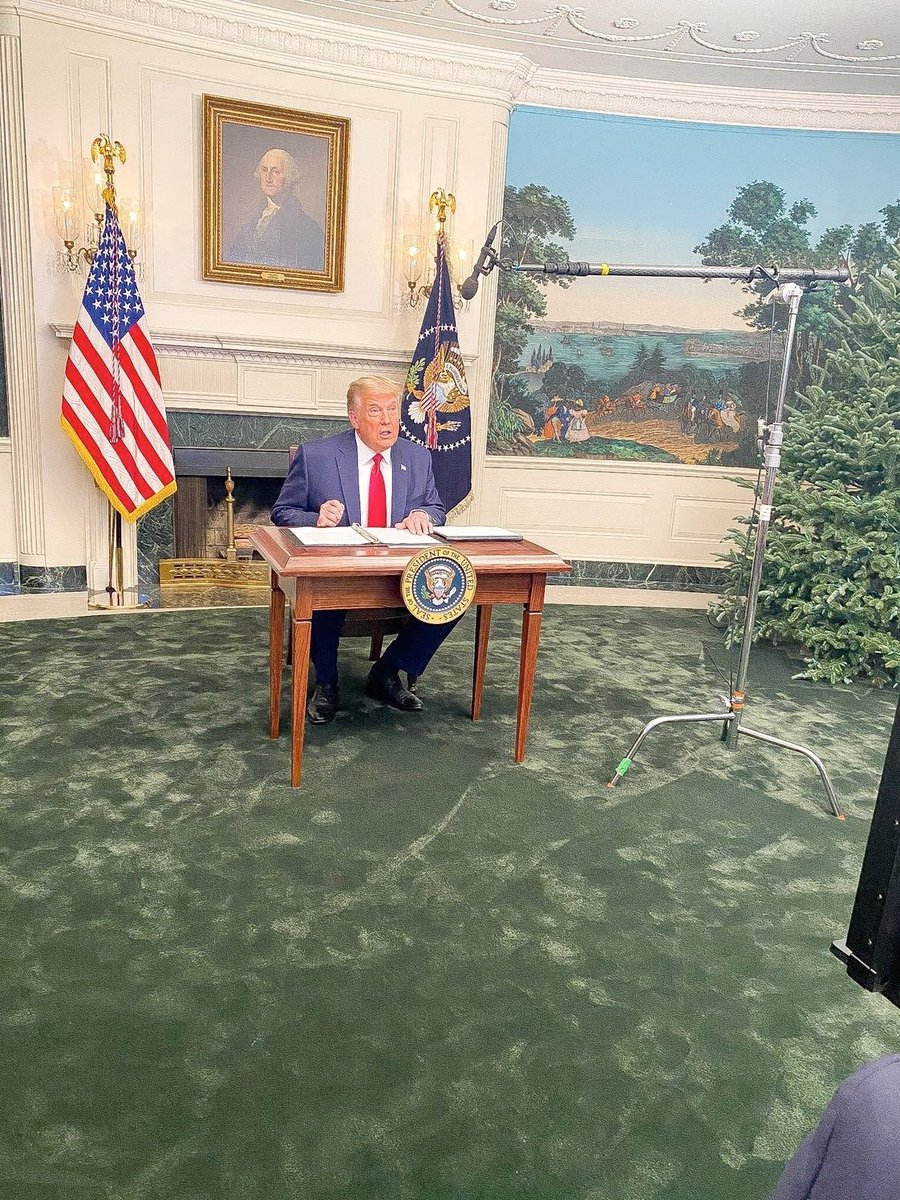 """OK, Mr President, we got this desk from a Grade Schoo- I MEAN A GREAT SCHOOL.""  Obligatory: ""It would be funny if it wasn't so tragic."" #DiaperDon #TrumpTantrum"
