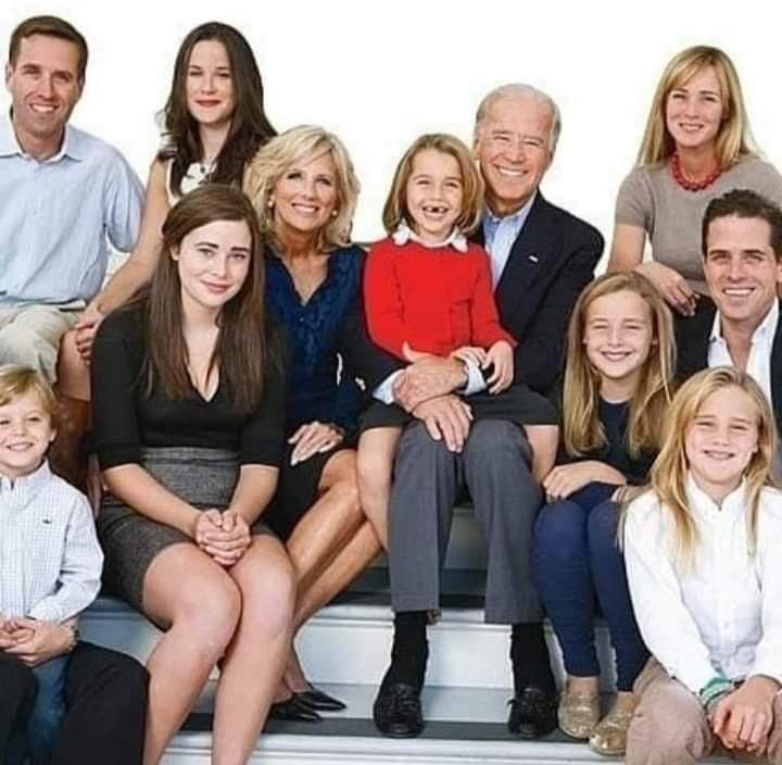 Our 1st Family....why  does this picture bring peace to me? Because they are not crazy, corrupt, nor evil. At least we will not have to worry about this family chasing demons, aliens, and injecting us with disinfectant. #TrumpIsACriminal #TrumpCrimeFamily #TrumpTantrum