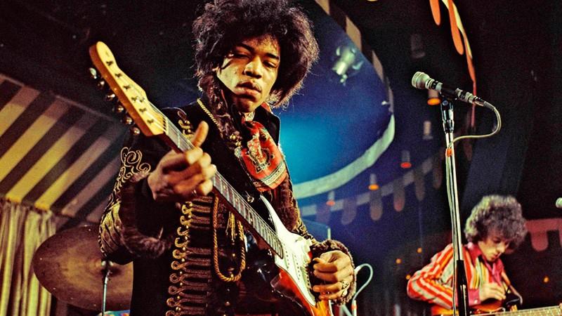Un día como hoy de 1942, nació Jimi Hendrix. Músico, cantante, compositor, reconocido como uno de los guitarristas más influyentes de la historia del rock. 👏🎸 https://t.co/LCjRmeP345