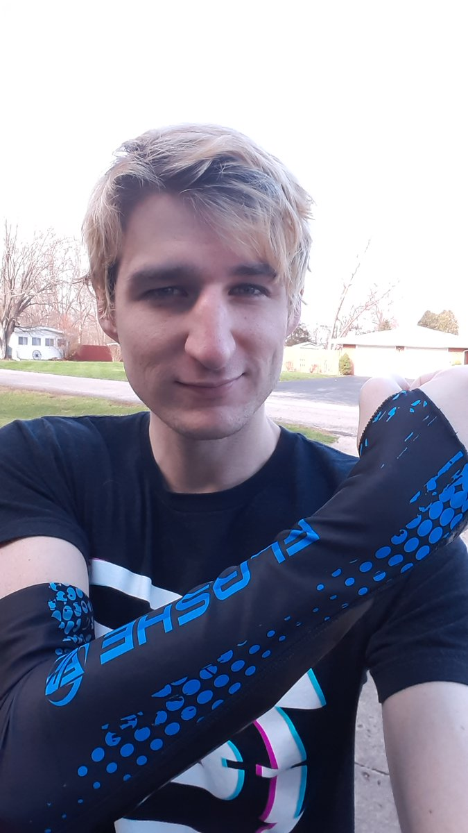 i0ki - Who's ready to watch me TEAR UP SUMMONERS RIFT today with the XSleeve by FlasheGaming?    It's insane new tech that uses compression to increase bloodflow and keep you at 100%.  I'll be streaming live with it at   #sponsored