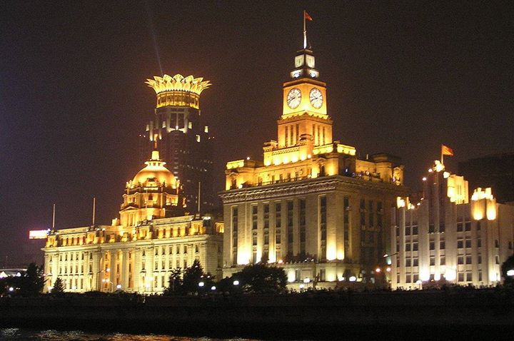 Shanghai is forever associated with a single landmark - the Bund also known as Zhongshan Lu. This was a heart of colonial Shanghai, bordered by the Huangpu River and hotels, banks and clubs. #Shanghai is also a staring point of a long cruise to #Chongqing.