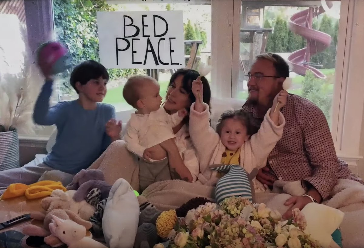 """Alanis Morissette covers John Lennon and Yoko Ono's """"Happy Xmas (War Is Over)"""" in Bed-in video"""