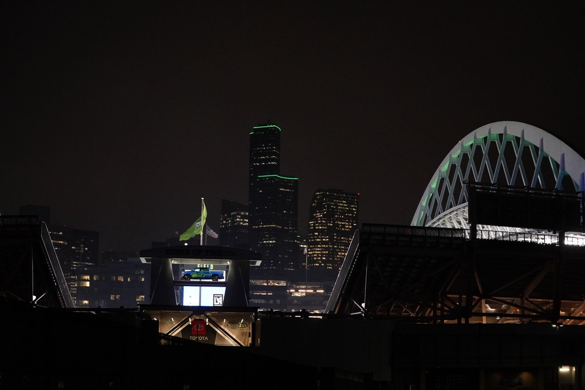 Somethin' special about this city.  Seattle turned Rave Green for #SEAvLAFC! ❇️  📝