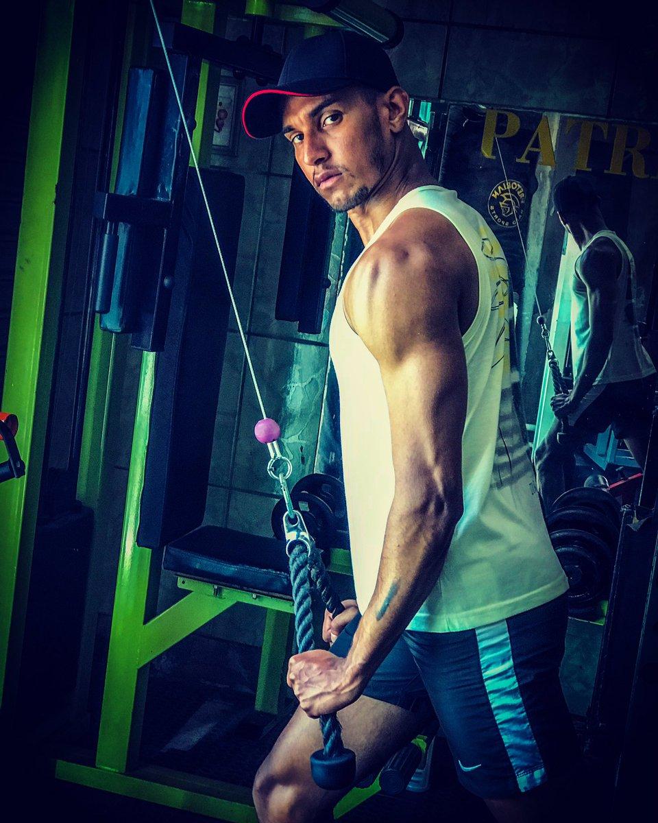 Eu não vou desistir: Missão dada, parceiro, é missão cumprida! . . . . . . . . #fotosemacademia #academyawards #treino #treinopersonalizado #treinomonstro #treinoanimal #teeinopesado #treinotop #fitness #fitnessmotivation #man #boystyle #boysfashion #morenos #morenoslindos