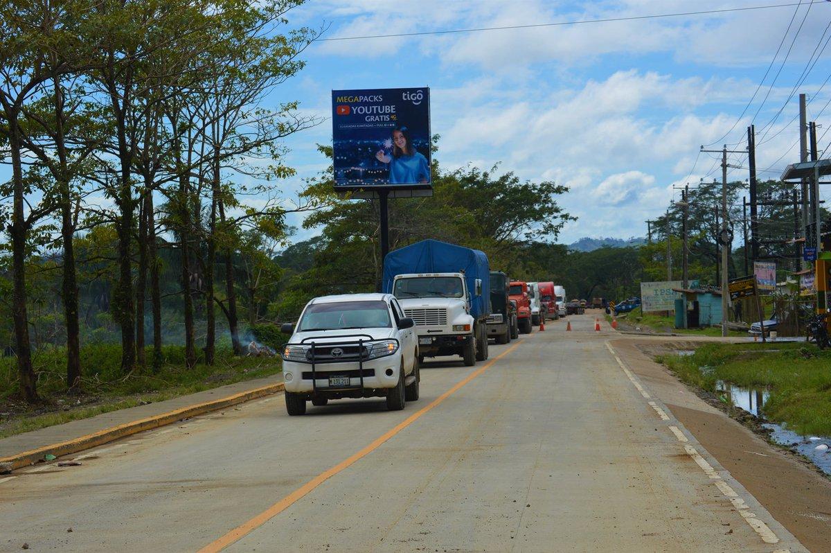 𝐌𝐀́𝐒 𝐙𝐈𝐍𝐂 • Esta mañana llegarón al municipio de Siuna tres rastras cargadas con zinc que será distribuido en los municipio del Triangulo Minero en las familias afectadas tras el paso del #Huracanlota y #HuracánEta.