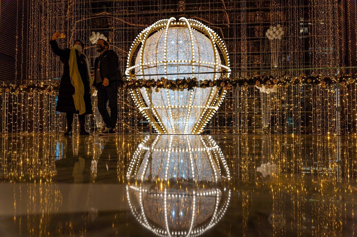 #hudsonyards #vesselnyc #nyc #sonyalpha #sonya7iii #instanyc #seeyourcity #sigma2470dgdn #christmasdecor #raw_reflection #reflectionjunkiez #shotzdelight #creativeoptics #tonesofnyc #visual_reflections #travelnyc #compositionkillerz #ig_ometry #republic_of_symmetry #illtones