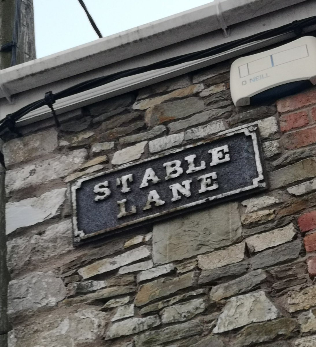 STREET PHOTOGRAPHY CORK PHOTO COPYRIGHT BILLY macGill 27/11 /20. The Places of Cork... Stable Lane off Cotter Street between Copley Street and the South Terrace Cork. #corkhidden #Corkhistory #cba #failteireland #irishexaminer #environment #architecture #cork #corkcitycouncil https://t.co/T4ASUWHTpM