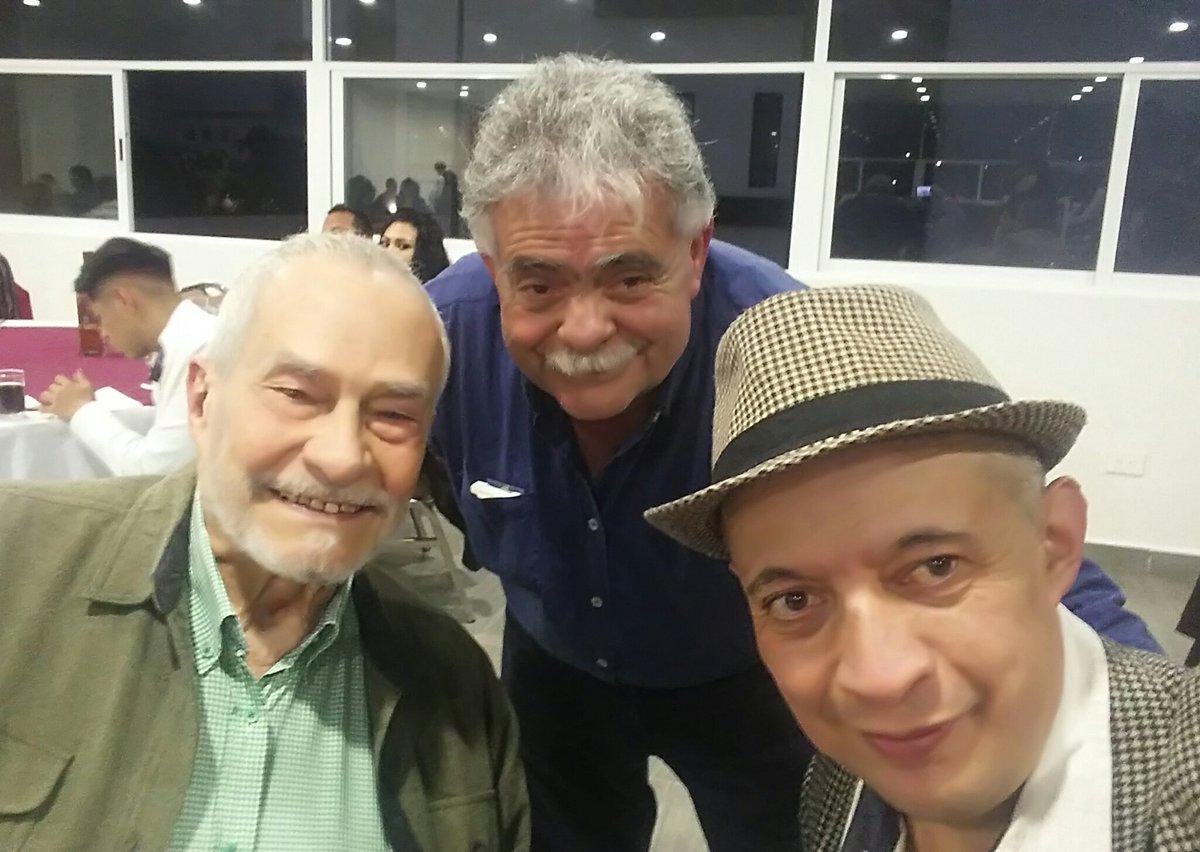 Recuerdos de la comida del Día del Músico: mis queridos amigos Luis Couturier y Pepe Lobo. https://t.co/WO0Oy3cNbk