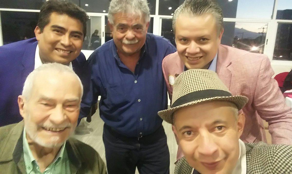 Recuerdos de la comida del Día del Músico: con mis talentosos amigos Luis Couturier, Carlos Plata, Pepe Lobo y Abel Quiroz. https://t.co/4jPofxU9QQ