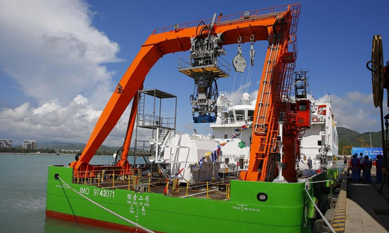 """The oceanic research vessel Tansuo-1 completed its research mission in the Mariana Trench, and returned Sat. to its home port in Sanya, S China's Hainan Province. The ship's submersible """"Fendou,"""" dove to a record 10,909m."""