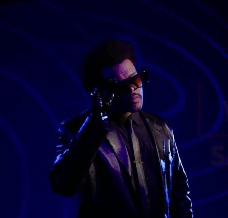 .@theweeknd's 'Blinding Lights' has re-entered the Top 5 on Apple Music Worldwide chart a full year after release.