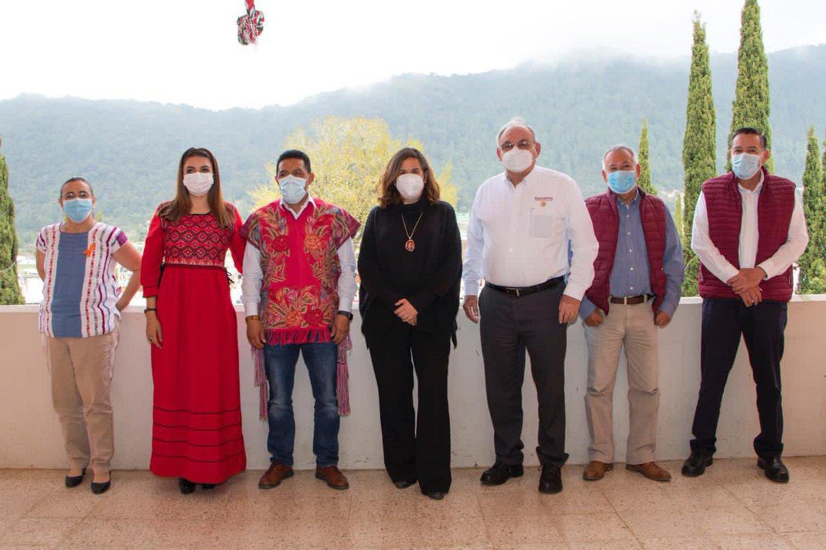 La titular de la #SAGyP, Zaynia Andrea Gil Vázquez, en coordinación con #FAO, #SADER, #SEMAHN, y Ayuntamiento de #Zinacantán, refrendó el compromiso con el bienestar de los pueblos originarios en #Chiapas.   ¡Con el campo, #ChiapasEsMásFuerte! 👉 https://t.co/7Z6cuaC6YT https://t.co/hnflTJY86E