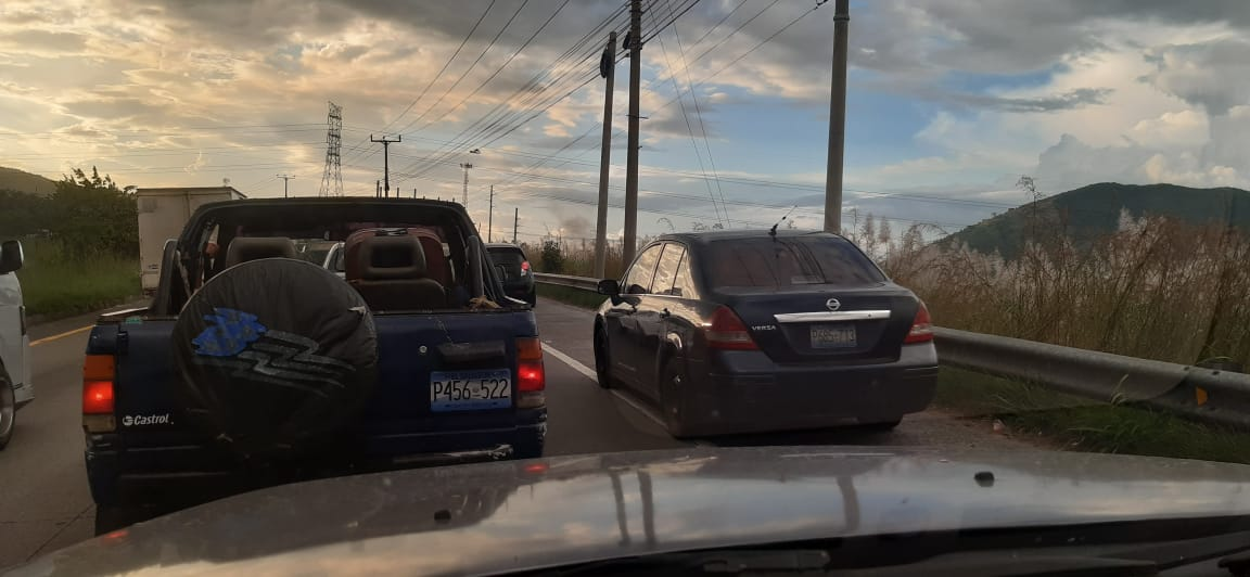 Persiste el tráfico lento yendo al redondel Integración. https://t.co/pvBvkVqCPd