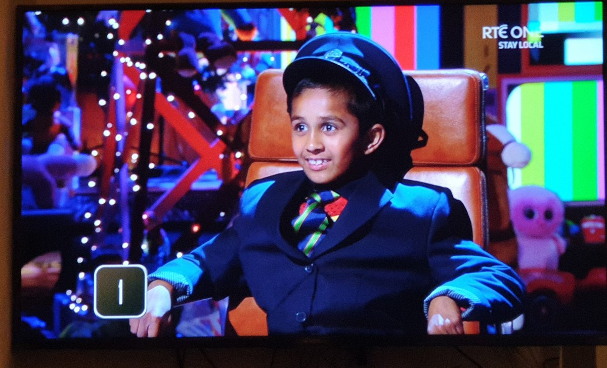 What?  GIFT THIS CHILD IRISH RAIL LOCK STOCK AND ENGINE IMMEDIATELY!  #LateLateToyShow https://t.co/s8QTZgVtvN