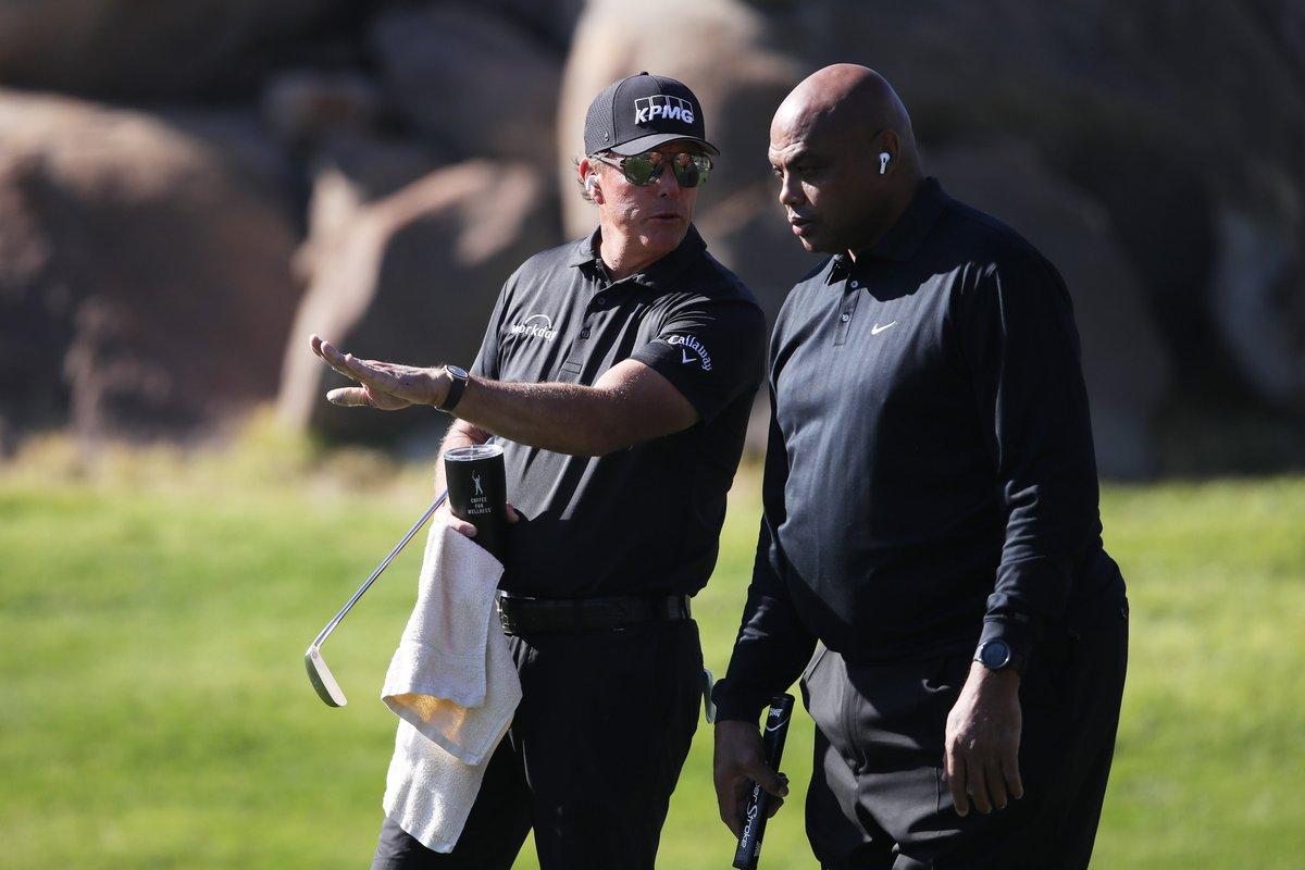 """[DEPORTES] """"Dos personas pensaron que esto iba a pasar"""" Phil Mickelson y Charles Barkley se llevan el triunfo en #TheMatch #thematch3 #Golf ➡️"""