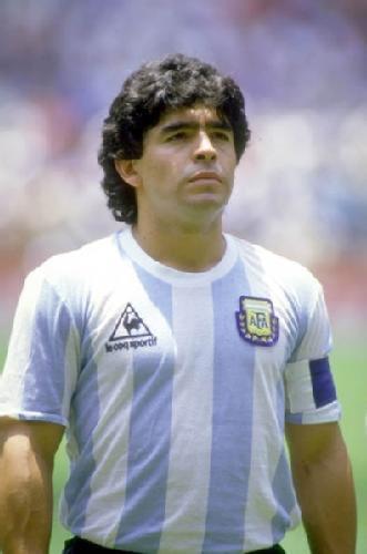 """Barnet som föddes i ett cykelställ på gatan i ett fattigt område i Lanús. Barnet fick en uppgift av skaparen, att börja spela fotboll och lägga grunden för en ny religon  """"Diego Armando Maradona"""" #Legend #Gudshand https://t.co/VPl00u8WwU"""
