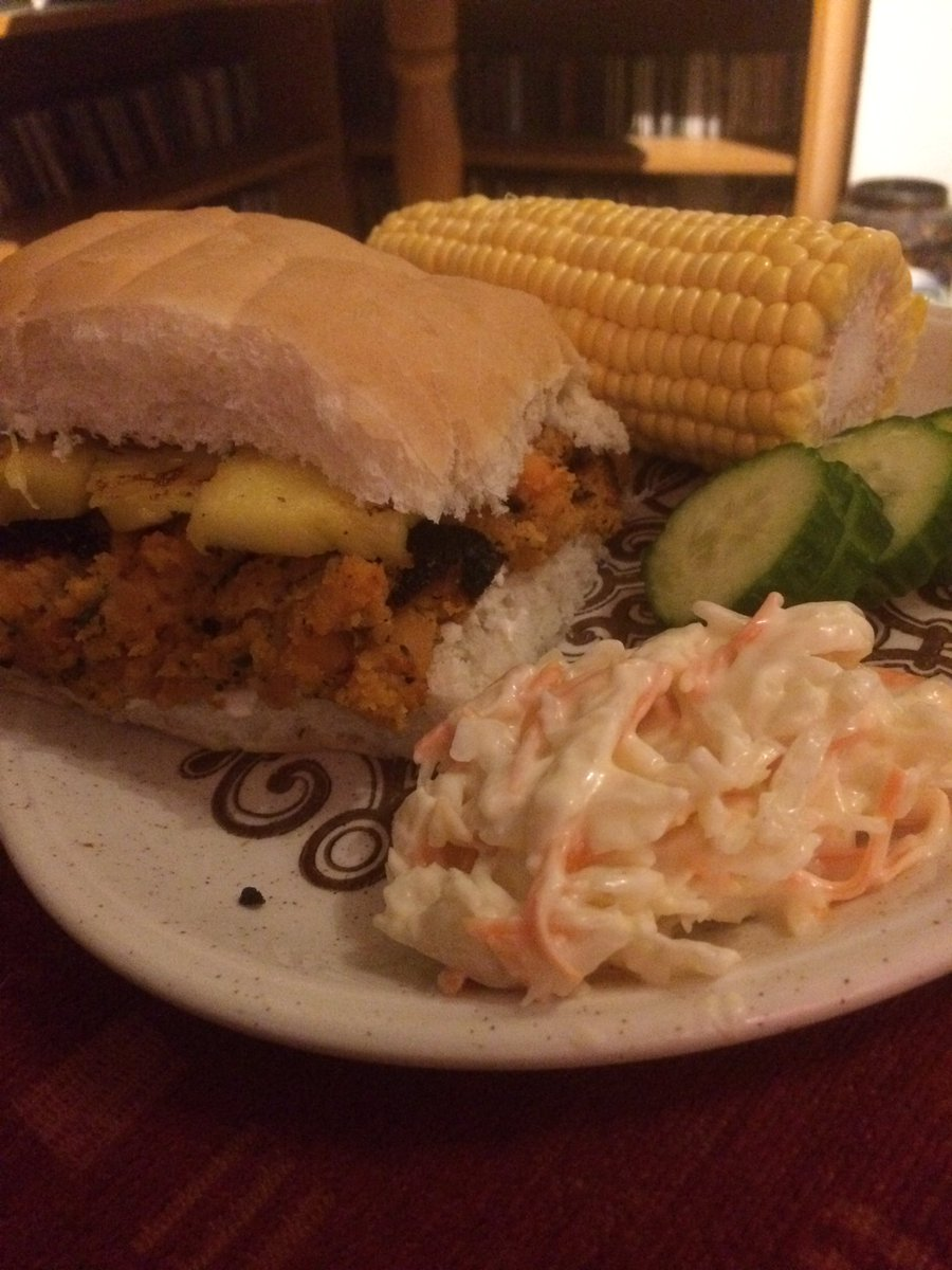Yummy dinner tonight of homemade sweet potato burger with coleslaw and cucumber 💕 #WorldVeganMonth #whatveganseat #vegan #veganfood #sweetpotato https://t.co/LtLc47gWMP