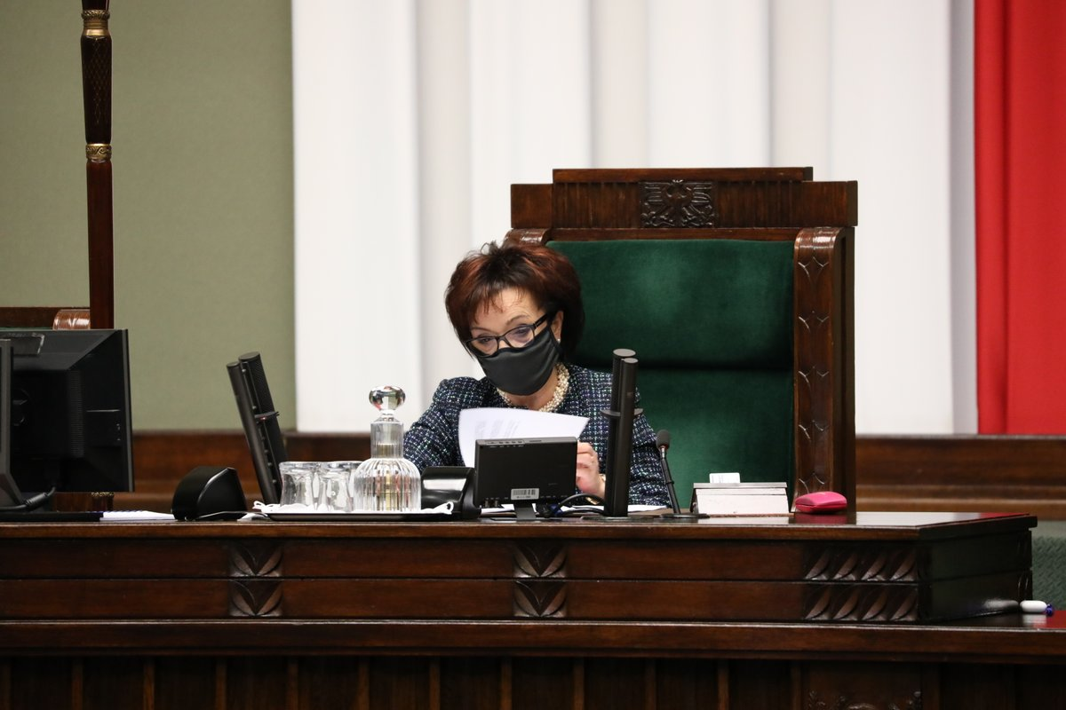 ℹ️ Zakończył się trzeci dzień 21. posiedzenia #Sejm.u  🗓️Izba wznowi prace w sobotę 28 listopada. Początek obrad zaplanowano na godzinę 13:00.  📸Fotogaleria 👉https://t.co/wbR3gZ32UM https://t.co/ePBe81zj3m