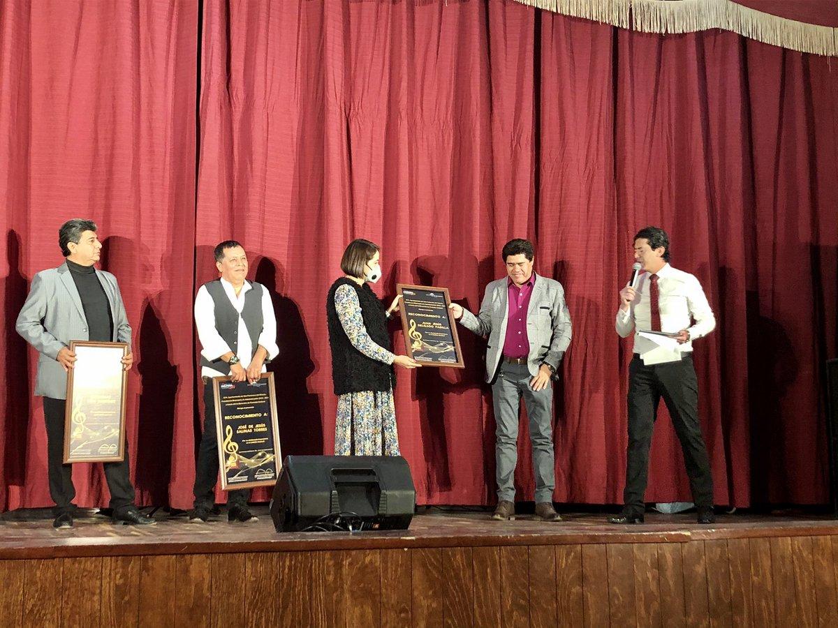 Como parte de las actividades realizadas por Casa de la Cultura en la celebración del Día del Músico, se realizó la entrega de premios 2020 a Músicos reconocidos de nuestro Municipio, siendo entregados por las Regidoras @1Luciagomez y Angelina Granados. #RegidoresPRI https://t.co/dQTUhAxKCK