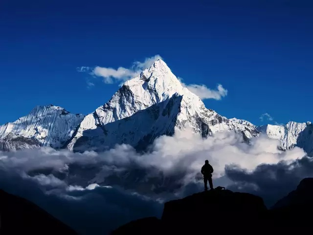 The new height of Mt Everest: Nepal-China to jointly announce result of the remeasurement https://t.co/og3Fdxpc2u #Everest #himalayas https://t.co/2KFHUm6JSh
