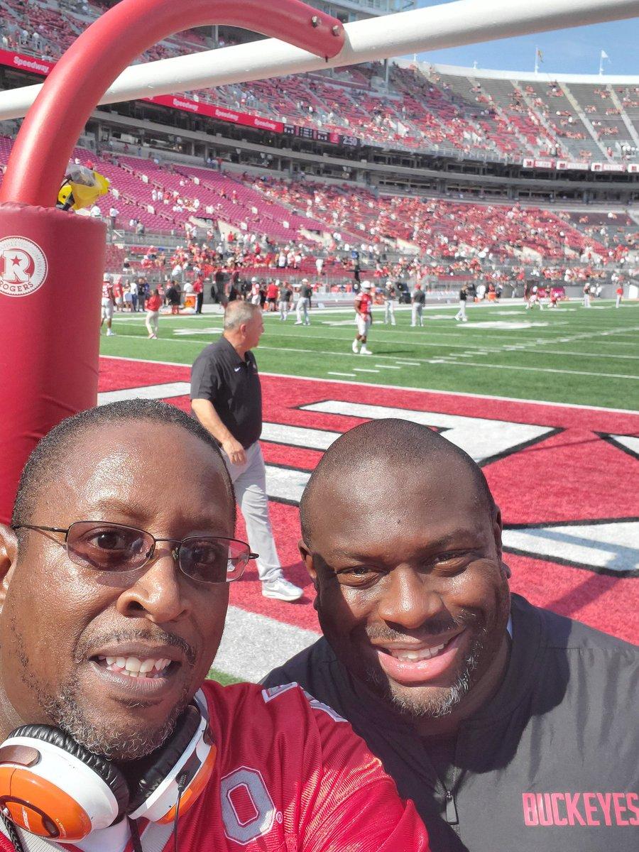 Wishing my lil bro @CoachTonyAlford a Happy Birthday!!! Love ya fam, enjoy your day and bring home a win tomorrow!!! #BuckeyeNation #GoBucks #Buckeyes #OhioStatefootball https://t.co/55JjNR5ebW
