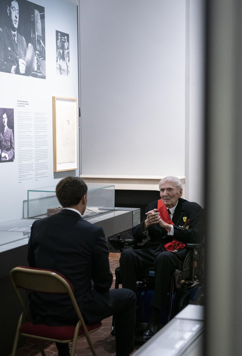 With the death of Daniel Cordier this month, Hubert Germain is now the last living Companion of the Ordre de la Libération.  On the anniversary of de Gaulle's Appel du 18 juin this year, Germain showed President Macron around the Museum of the Order at les Invalides. https://t.co/REdbaE9can