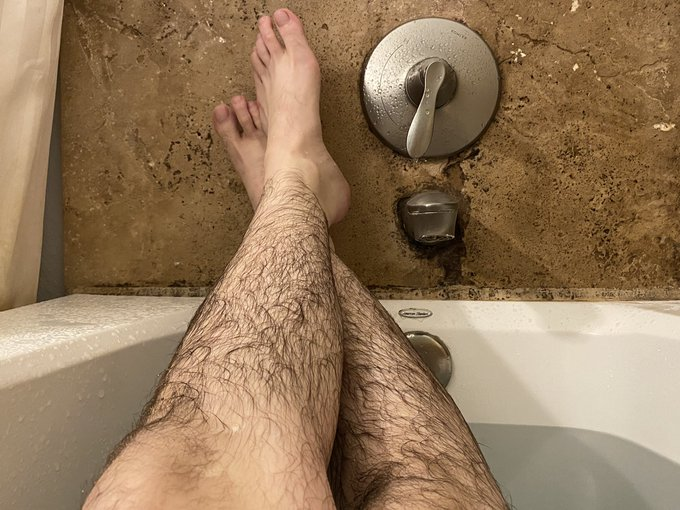 1 pic. bath vibes only https://t.co/1wmHI4FoCX