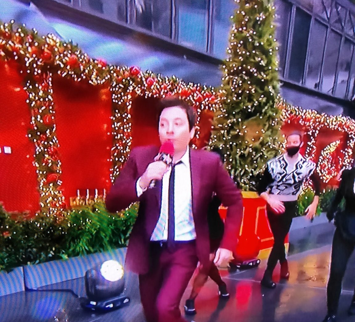 @FallonTonight Here's you are Jimmy running faster than any turkey 🦃😂   #JimmyFallon  #tonightshow  #FallonTonight  #MacysParade  #MacysThanksgivingParade  #VerizonLive  #5G #AugmentedReality  #IT #technology