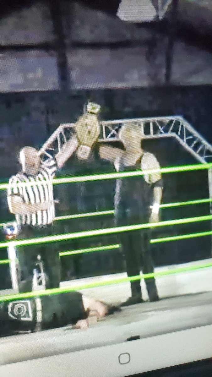 Hell of a @synergywrestle title match #AndStill your reigning and defending champion #Rogue @TheReal_Kirk as KOs @EricCorvis now we get @kayenicholas 🆚 bad 🍏 @MacBombPro @indiewrestling #SPWBlackFriday #WatchIWTV https://t.co/20u3RSsFh8