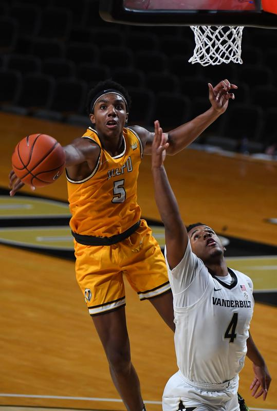 Vandy emerges with opening win over Valpo