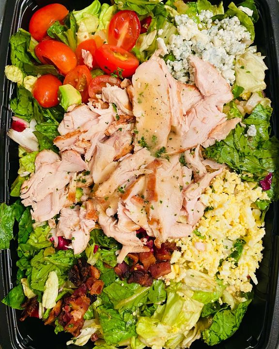 Back to the Diet - Cobb Salad #workout #fitness #fitnessmotivation #fitnessjourney #muscle #mealprep #mealplans #protein #gainz #makingabs #protienmeals #mealprepideas #mealprepping #mealplanning #mealplan #eatclean #eatcleanfood  #fridaysalad #fridayfood #instafriday #postthanks