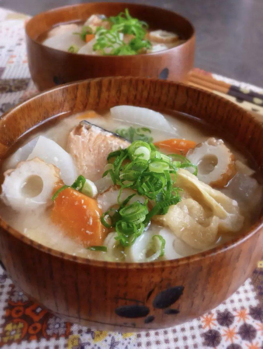 鮭の粕汁など良さそう😊椎茸も入れて♬︎♡風邪の季節、咳もくしゃみも思い切りして、出るものはちゃんと出して😊元気にお過ごし下さいね☘️
