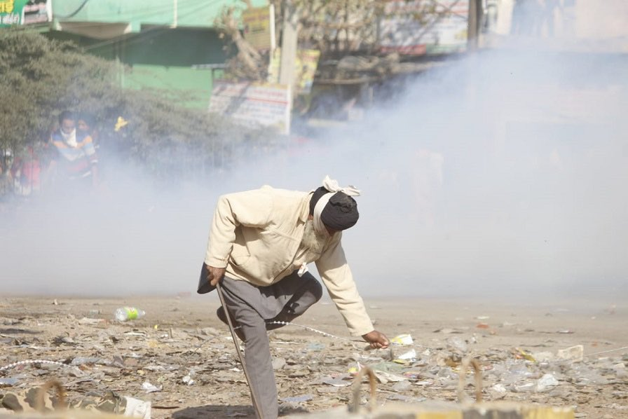 Amit Malviya vs Rahul Gandhi: Amid 'Dilli Chalo' agitation, farmers protest, Rahul Gandhi shared picture showing a jawan beating old farmer.