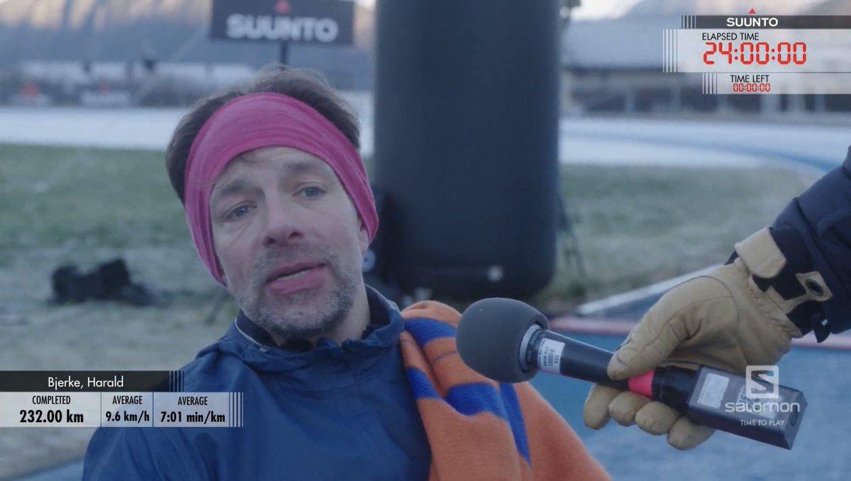 Evet 24 saat bitti ve Harald Bjerke 24 saatte 232 km koştu. Kendisi için rekor değil ama 24 saat koşup bir antrenman yapmış oldu. Jo İnge Norum 219 km, Simen Halvik 208 km koştu...Hadi geçmiş olsun. Benden bu kadar.