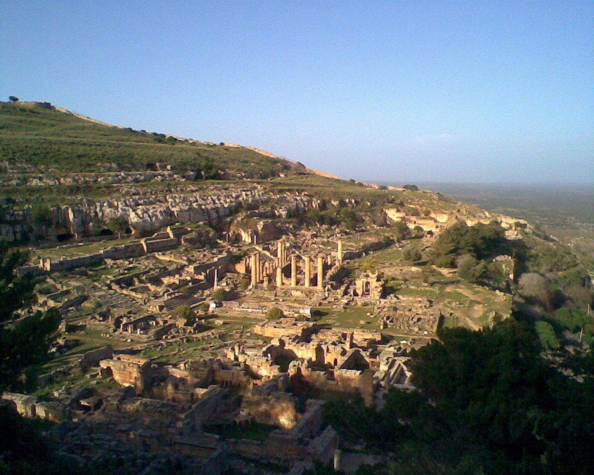 A global view of the ruins of Cyrene, the oldest of the Pentapolis or five #Greek cities in #Libya, founded in the 7th c. BC, and settled by Greeks as well as indigenous Libyans. Its foundation story is told by Herodotus in Book IV of his #History.  #NorthAfrica #Amazigh
