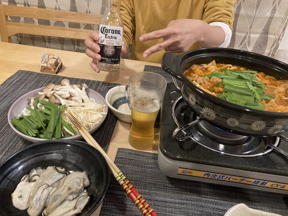 コロナビールでコロナを吹き飛ばす🥳ひさびさキムチ鍋。牡蠣もつけたぜ。レシピは↓です。このレシピを知ってから、ずっとリピしています。めっちゃうまい😋キムチ鍋。 by つくしぐみ  #cookpad