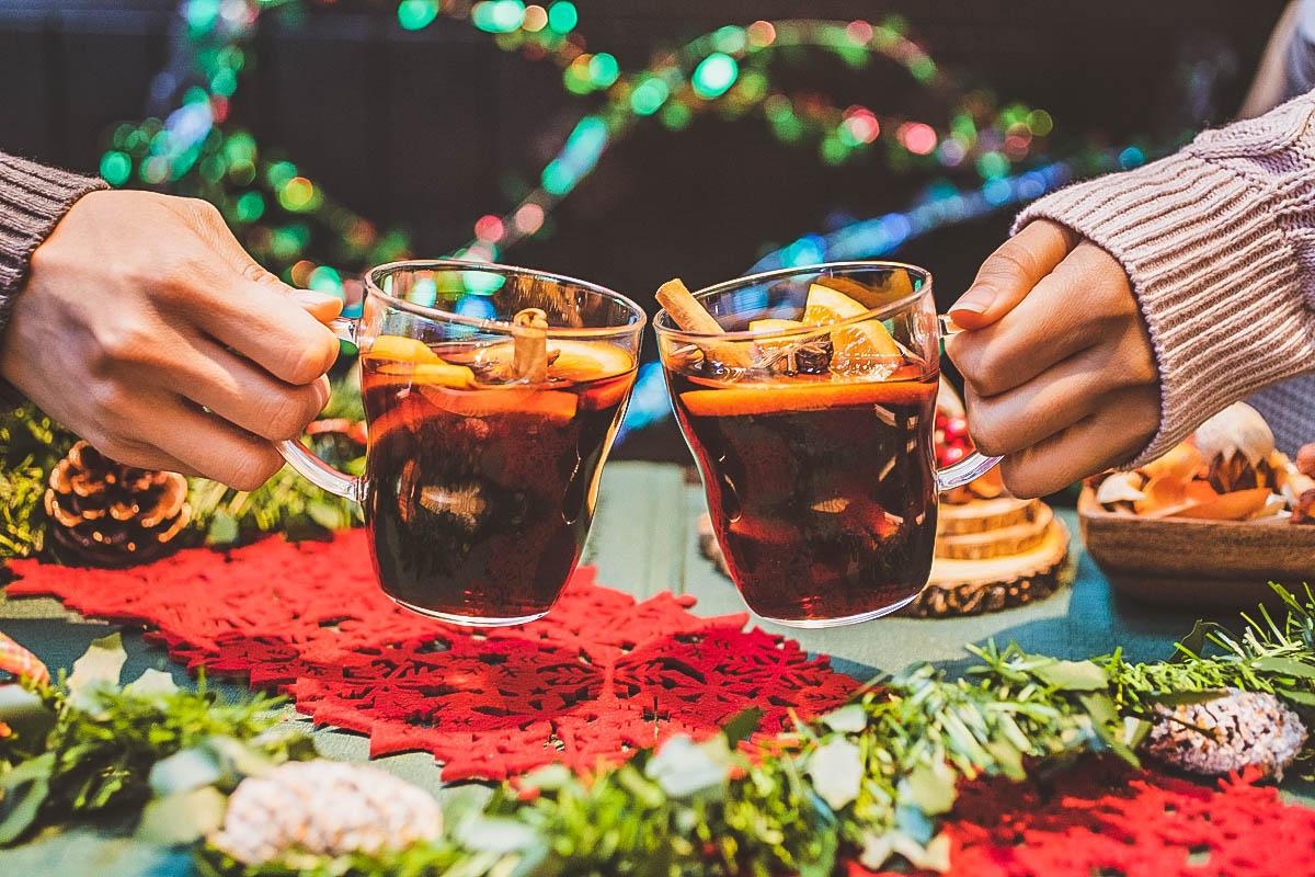 #クリスマスマーケット に来たらまずはグリューワインを!というくらい定番のドリンク。ホット赤ワインと香辛料で体の奥から温まります。  #グリューワイン #ホットワイン #シュマッツ https://t.co/sJCLpSR9St
