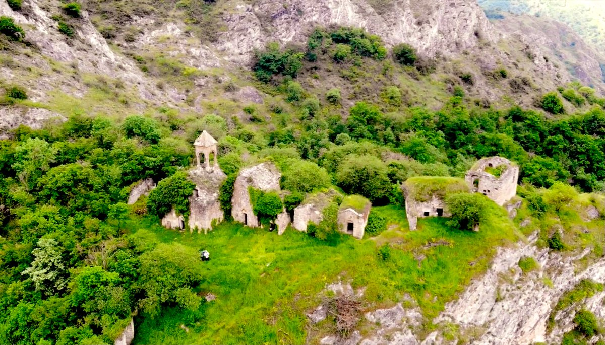 The Yeghisha Arakyal (Jrvshtik) monastic complex, founded in the 5th century & expanded in the 1200s, is on the north edge of Karabakh. Azerbaijan's forces captured nearby Mataghis last month but the status of Yeghisha Arakyal's churches is unclear. .@NeilPHauer could you check? https://t.co/ukMqTZm2cL