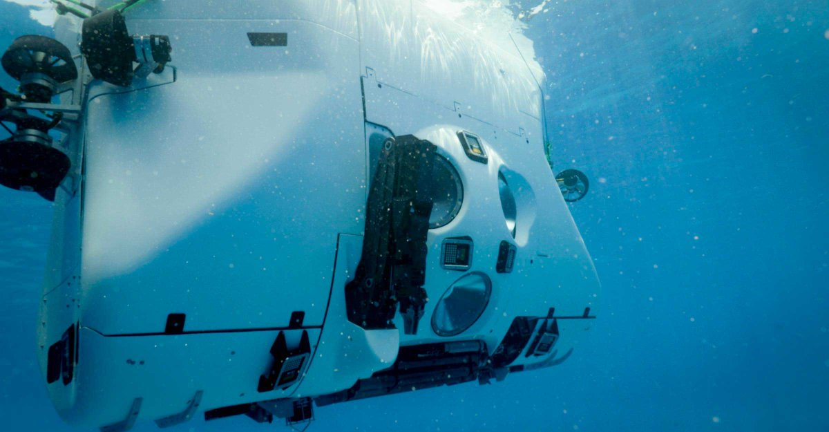 """Now, there are two deep-diving submersibles available for science at depths of 10000 meters and deeper, #VictorVescovo`s """"Limiting Factor"""" and China´s #Fendouzhe."""
