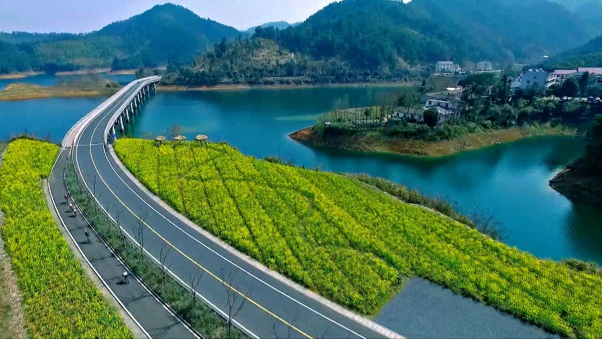 #China unveils list of top 10 most beautiful rural roads