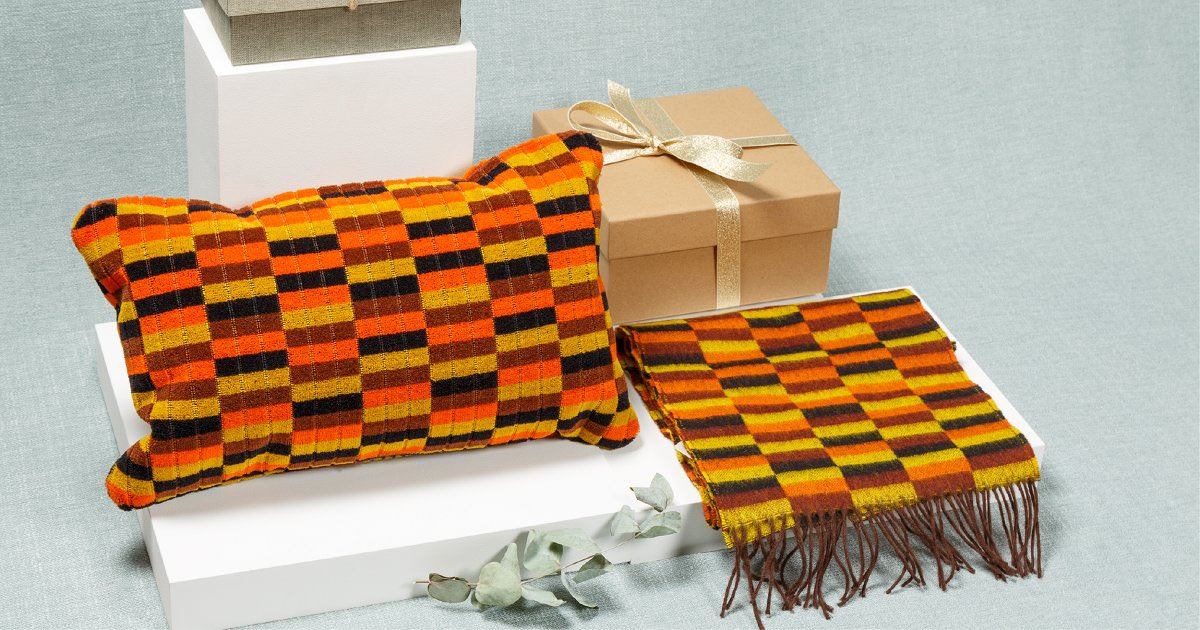 Moquette klaxon! @ltmuseumshop has 25% off everything moquette. You too can support the cultural sector this Christmas, #shopmuseums & erm, well, make yourself / partner / friend / home look a tube train. Go on, do it. Just get a scarf ltmuseumshop.co.uk/gifts/collecti… go on