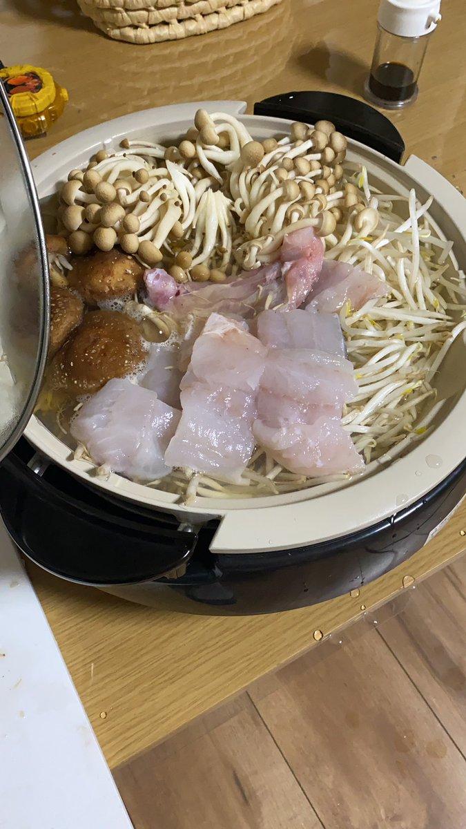 今日はタラともやしとキノコの鍋タラは低脂質高タンパクなので、ヘルシーだし、超美味しいのでダイエット中は本当におすすめー😆✨