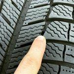 Image for the Tweet beginning: フラットです! 本日は、スタッドレスタイヤの交換目安の豆知識です! #タイヤファクトリーフラット #プラットフォーム