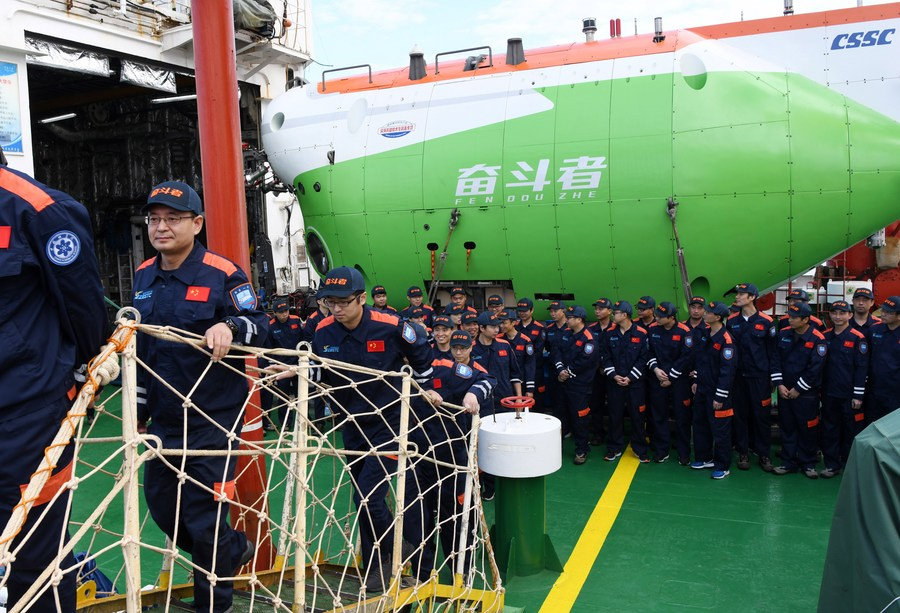 #ChinaFocus: China's new deep-sea manned submersible #Fendouzhe (Striver) returned to south China's Hainan Province on Saturday on board the scientific research ship Tansuo-1, after completing its ocean expedition