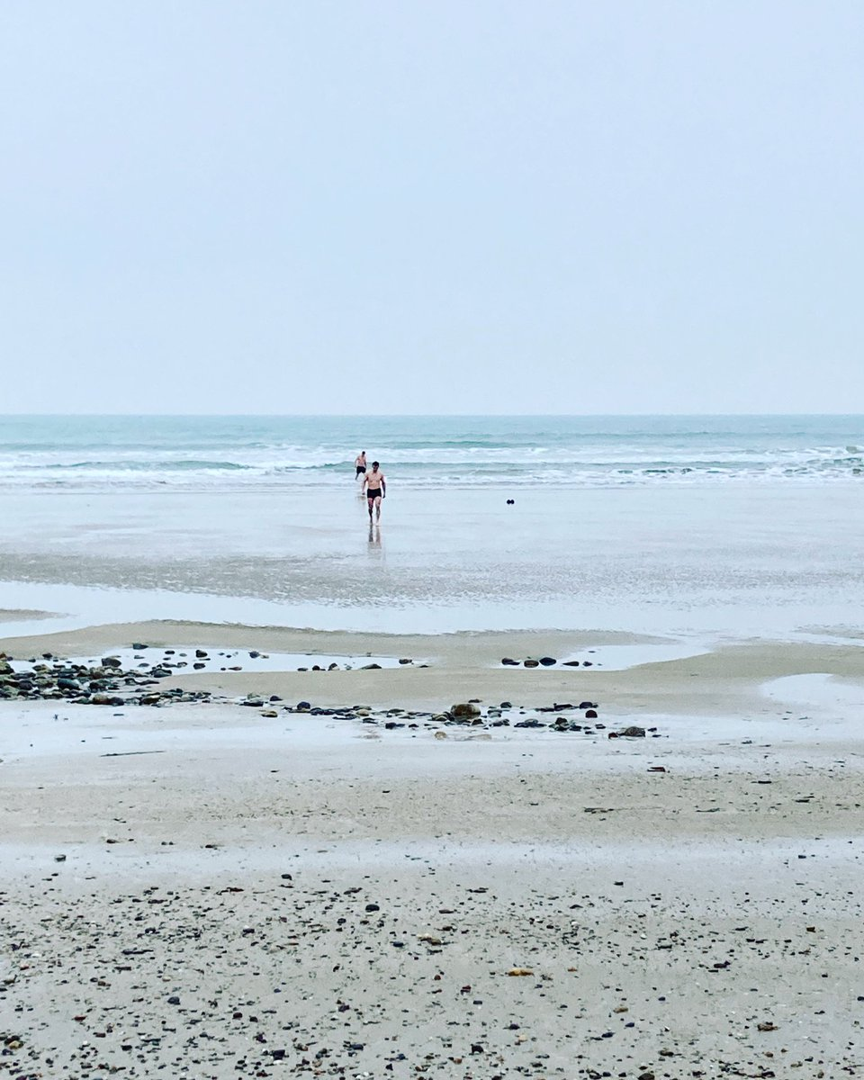 Sea swimmers in #Tramore this morning. Would you get in? 🥶 #Ireland #sea #swimming https://t.co/tFXceJvfjn